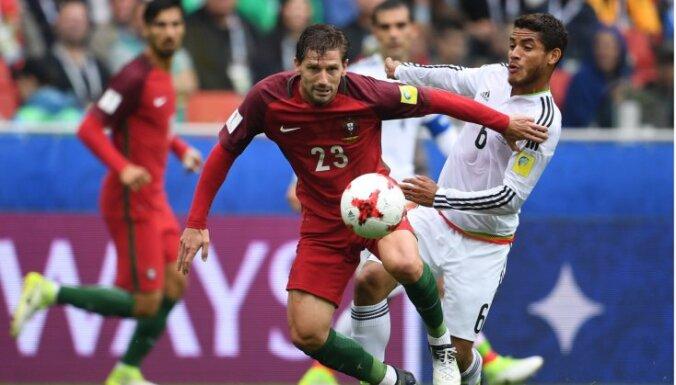 Португалия забила Мексике дважды после 90-й минуты и стала третьей в России