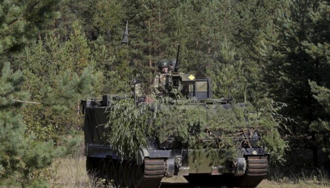 Из Эстонии в Латвию выдвинулась колонна военной техники