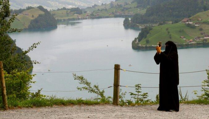 Šveicē notiek referendums par parandžu aizliegumu