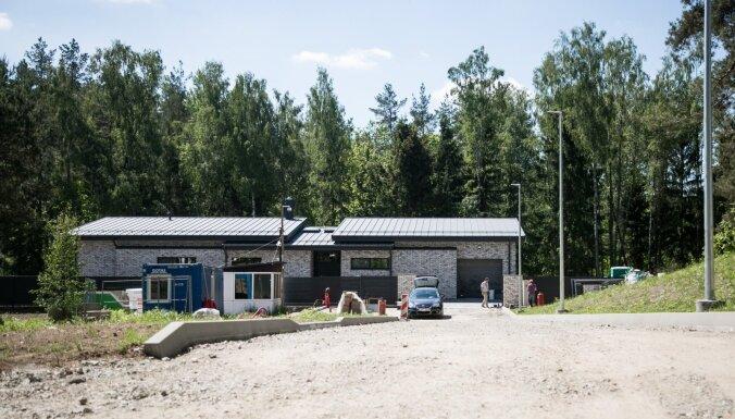 ФОТО. В Литве спешно достраивают новый дом Дали Грибаускайте. До переезда остался всего месяц