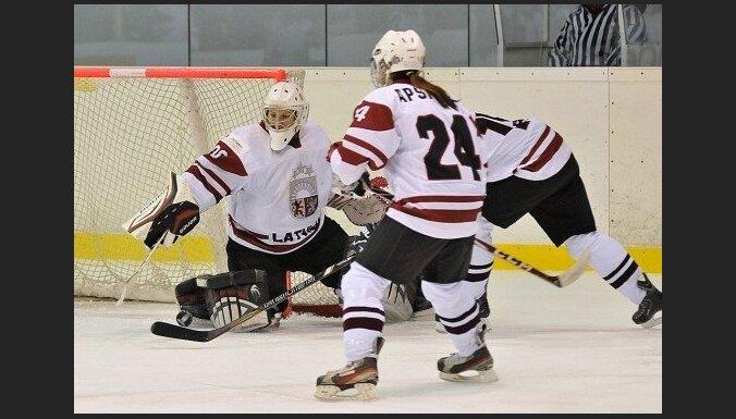 Женская сборная Латвии по хоккею стартовала на ЧМ в Италии