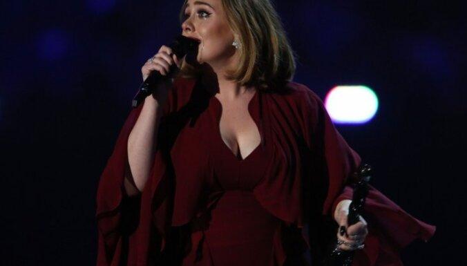 Adele velta dziesmu Briseles teroraktos bojāgājušajiem
