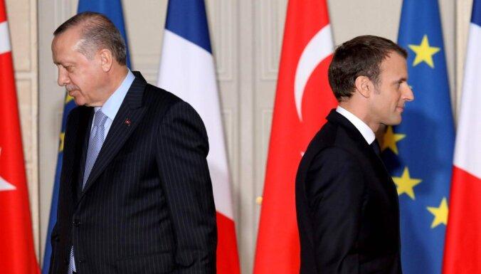 Французская карикатура на Эрдогана расстроила Турцию. Она обещает ответить