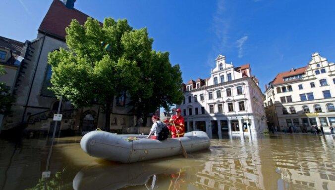 Eiropas centrālajā daļā turpinās plūdi; ūdens līmenis draud sasniegt rekordu