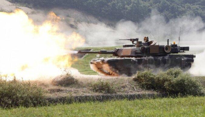 Video: Kontrolpostenī pie Slovjanskas iebrauc tanki