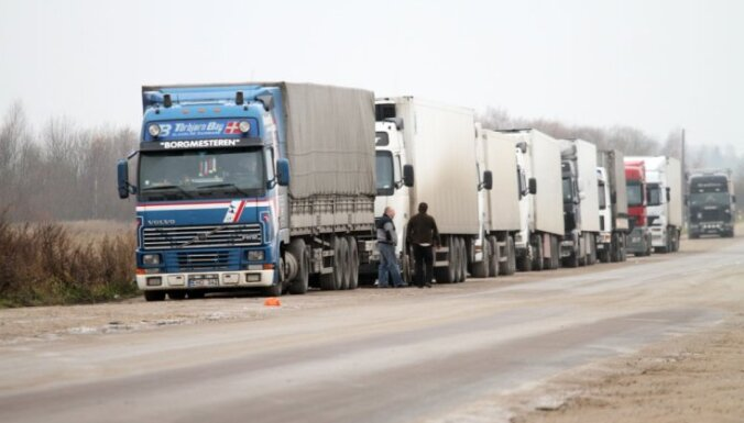 На российской границе стоят очереди грузовиков