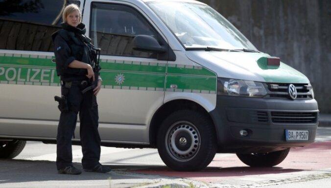 Vācijā pērn aizturēti mazāk cilvēku kontrabandistu nekā 2015. gadā