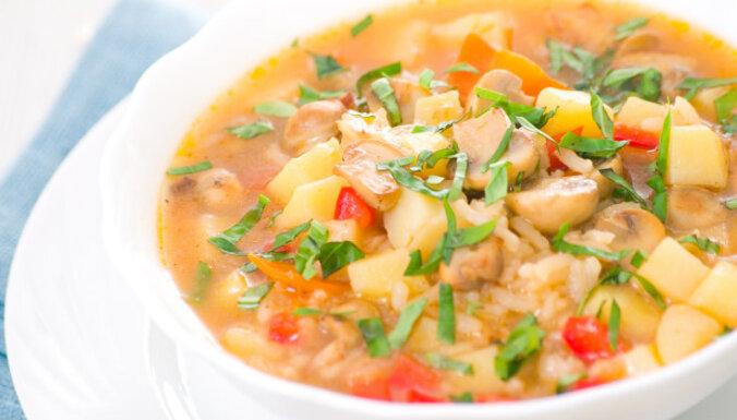 Sēņu - dārzeņu un rīsu zupa