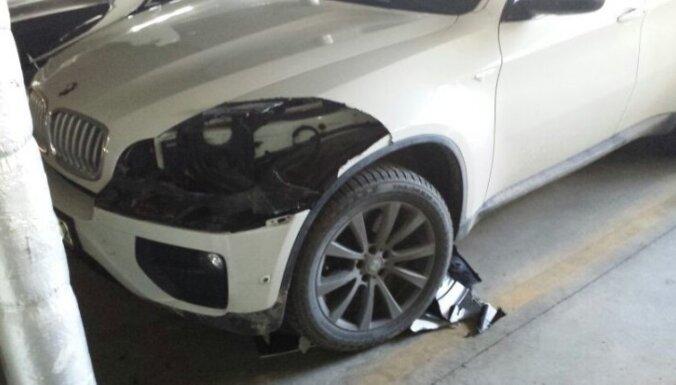 Zagļi no BMW X6 izzāģē dārgus lukturus