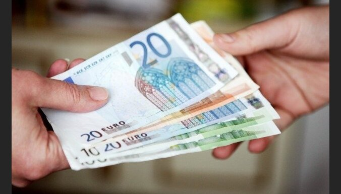 Опрос: каждый третий — за введение в Латвии евро