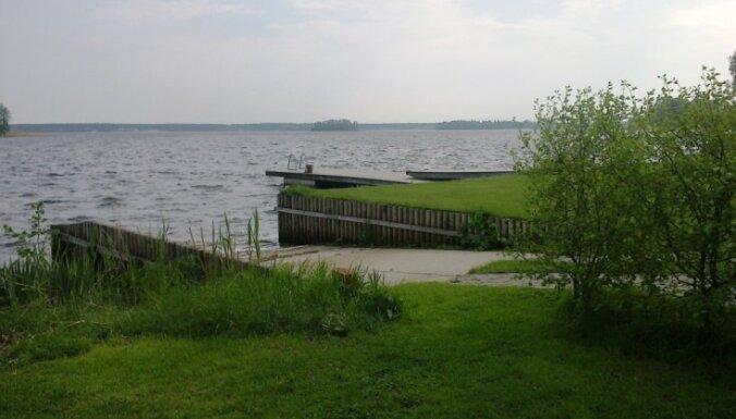 Из-за сине-зеленых водорослей запрещено купаться в Большом и Малом Балтэзерсе
