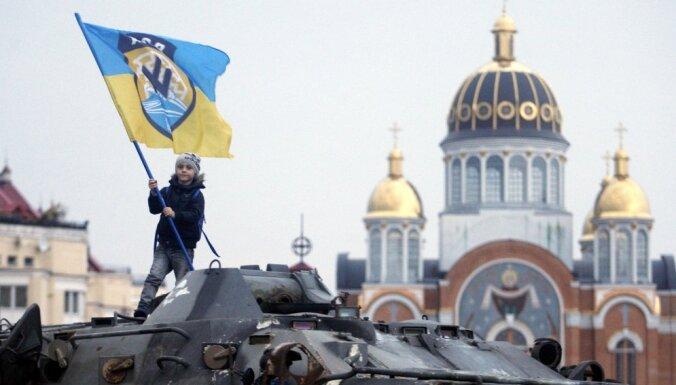 Под угрозой нищеты: как живут украинцы через год после Майдана
