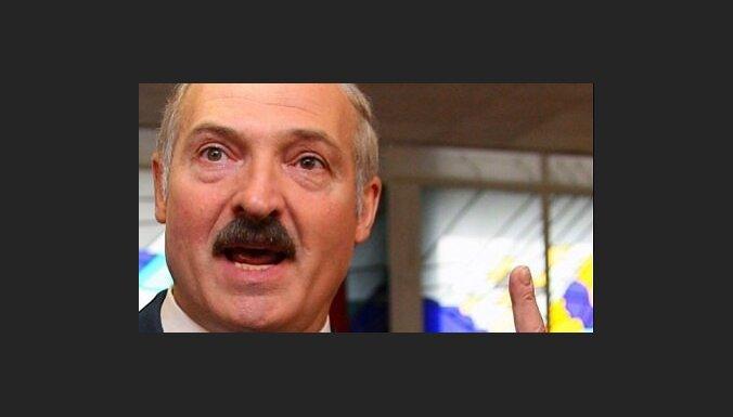Лукашенко: встреча Медведева с белорусскими оппозиционными СМИ бессмысленна