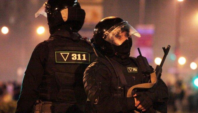 Хроника протеста в Беларуси: силовики нападают на журналистов, за трое суток — более 6000 задержанных