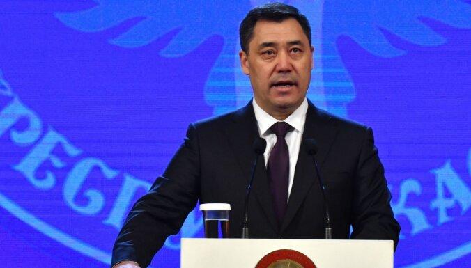 Президент и глава Минздрава Киргизии посоветовали лечить Covid-19 отваром ядовитого растения