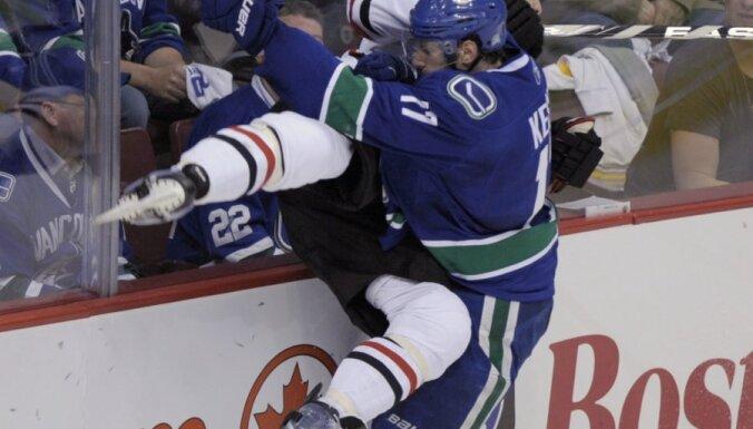 """НХЛ: регулярный чемпионат выиграл """"Ванкувер"""", известны пары плей-офф"""