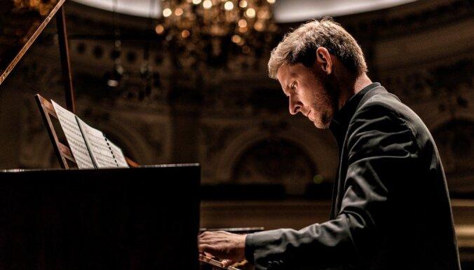 Pianists Kristians Bezeidenhauts un 'Sinfonietta Rīga' uzstāsies Lielajā ģildē
