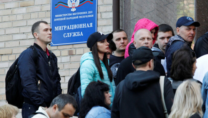Krievija piešķīrusi pilsonību teju 200 000 Donbasa iedzīvotāju