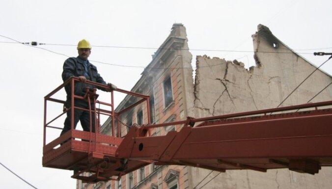 Дума принудительно приведет в порядок развалины на улицах Кр.Валдемара и Авоту