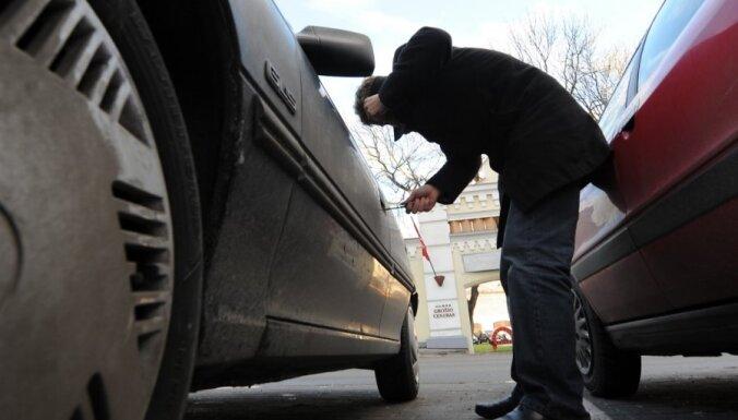 Пьяный мужчина пришел устраиваться на работу и угнал машину начальника