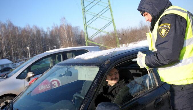 """Полиция проведет """"праздничные"""" рейды на дорогах Латвии"""