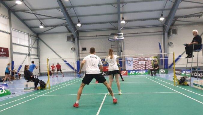 Foto: Latvijas čempionāta noskaidroti Latvijas spēcīgākie badmintona klubi