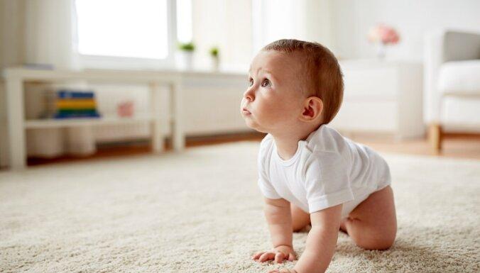 Svarīgākais ir neizlaist rāpošanu. Kustību attīstības īpatnības mazulim līdz gada vecumam