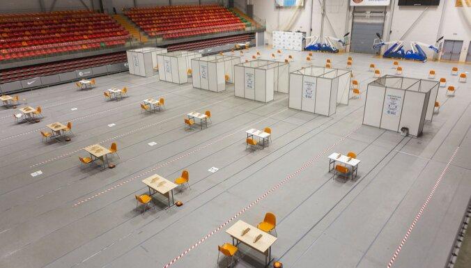 Foto: Zemgales Olimpiskajā centrā iekārtots vakcinācijas centrs