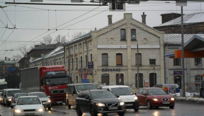 Опрос: культура вождения в Латвии снизилась