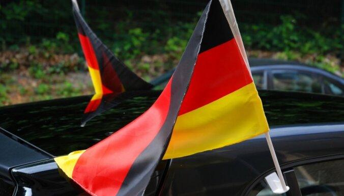 Vācijas Konstitucionālā tiesa apsver atlikt lēmuma pieņemšanu eirozonas līgumu lietā