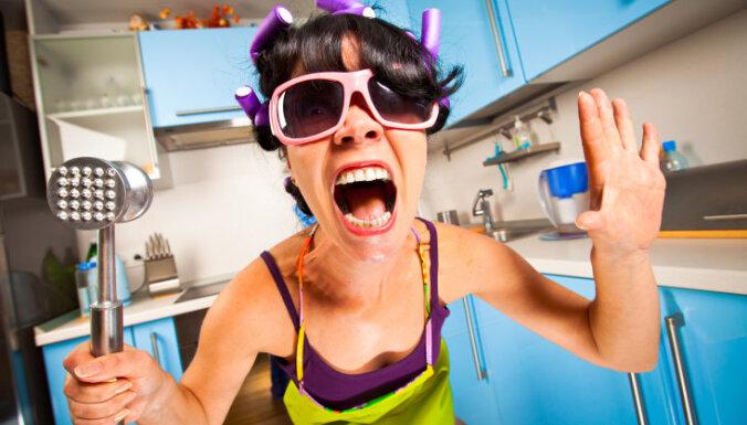 Как высушить волосы утюгом, накрутить паяльником и покраситься зеленкой? Безумные лайфхаки для красоты из 80-х