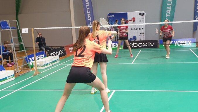 Foto: Siguldas skolu badmintona komandas triumfē Latvijas skolu komandu čempionātā