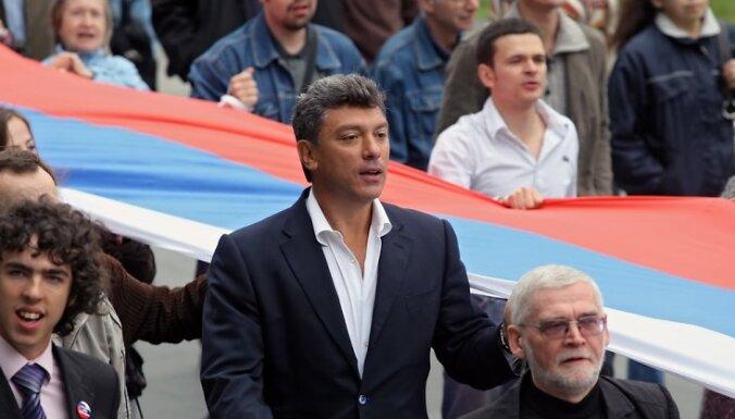 На Бориса Немцова напали с сачком