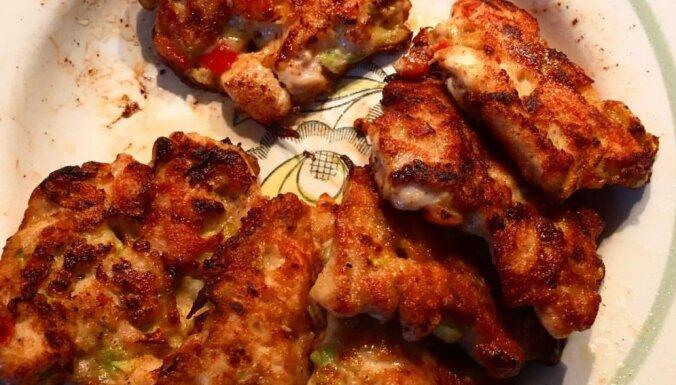 Bezkaunīgi garšīgās vistas filejas kotletes ar papriku un kabaci
