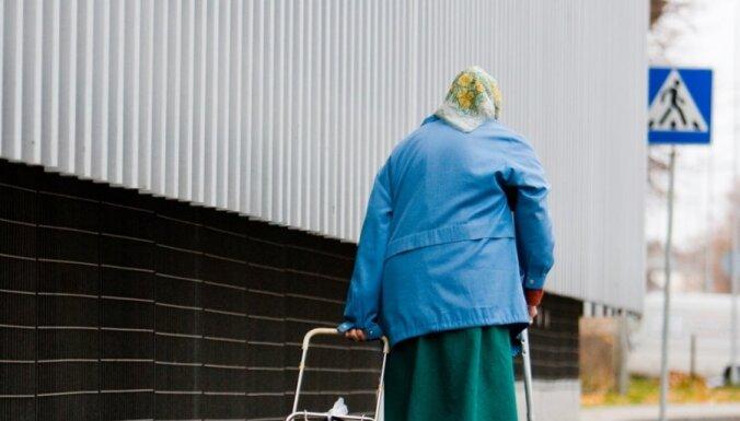 Saeima atbalsta 'lēzenāku' pensijas vecuma paaugstināšanu
