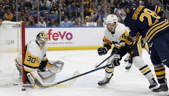 Girgensons palīdz 'Sabres' gūt uzvaru pār 'Penguins'
