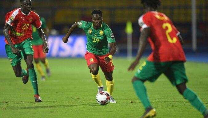 Kamerūnas futbolisti Āfrikas Nāciju kausa aizstāvēšanu sāk ar uzvaru