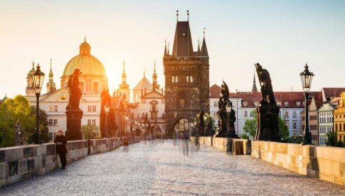 Čehija ievērojami atvieglo Covid-19 dēļ noteiktos ierobežojumus