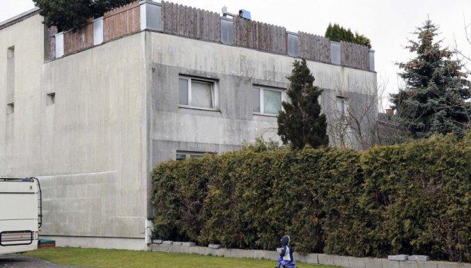 Austrijā aizbetonē pagrabu, kur tēvs 24 gadus turēja savu meitu