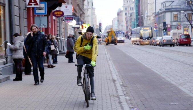 Рижская дума отложила до лета закрытие движения автомобилей по улице Кр.Барона