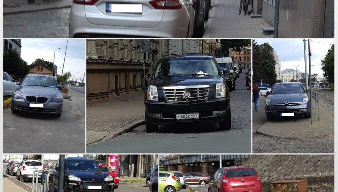 Foto: Uz gājēju ietvēm un krustojumos – parkošanās pārkāpumi Rīgā aculiecinieka acīm