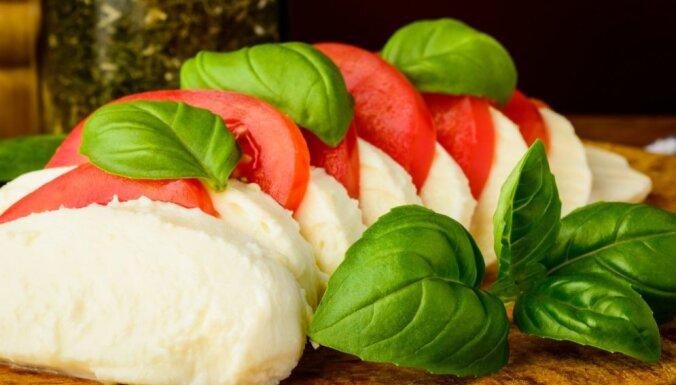 Košas krāsas, piesātinātas garšas un vienkāršība: 20 receptes no saulainās Itālijas