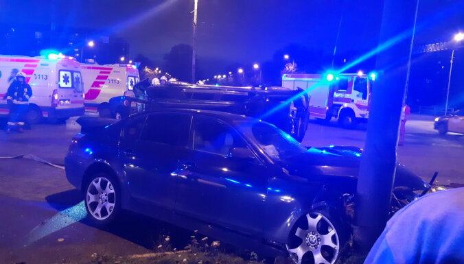 ВИДЕО: В Риге на перекрестке улиц Келдыша и Сахарова произошла тяжелая авария (дополнено)