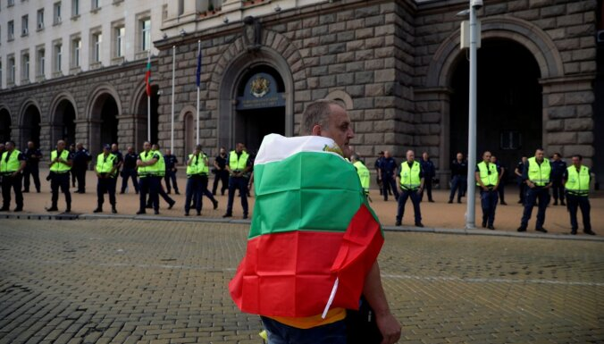 Bulgārijas policija nojaukusi protestētāju teltis