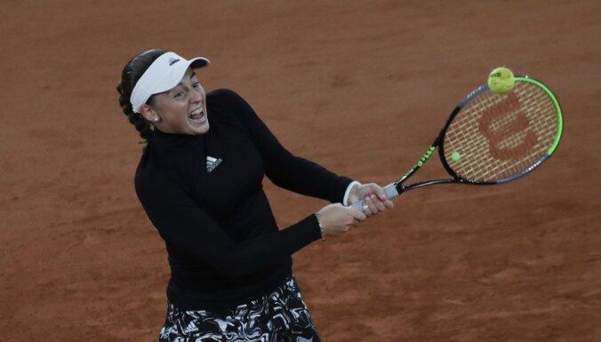 Ostapenko ar Pavļučenkovu pārvar Madrides 'WTA 1000' turnīra dubultspēļu pirmo kārtu
