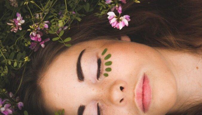 Miega, ūdens un aizsardzības trūkums – tipiskākās kļūdas sejas ādas kopšanā