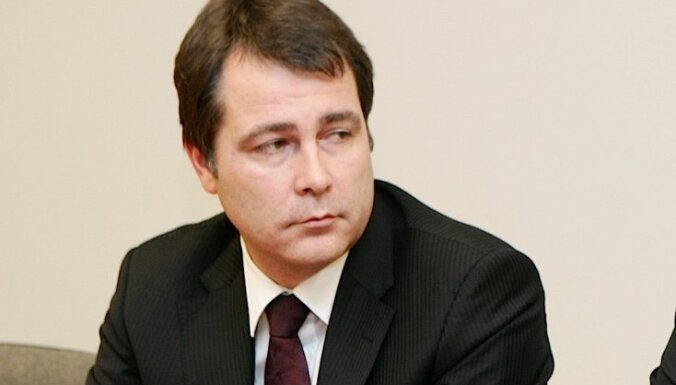 Суд разрешил поместить под арест экс-главу Latvijas Dzelzceļš Магониса