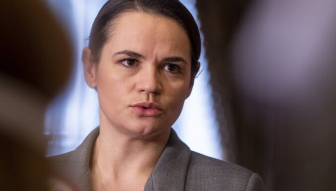 Dialogs ar opozīciju nevar notikt cietumā, norāda Tihanovska