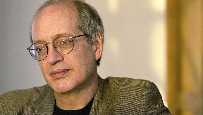 Video tiešraide: 'Tete-a-tete' saruna ar ASV literātu Eliotu Veinbergeru