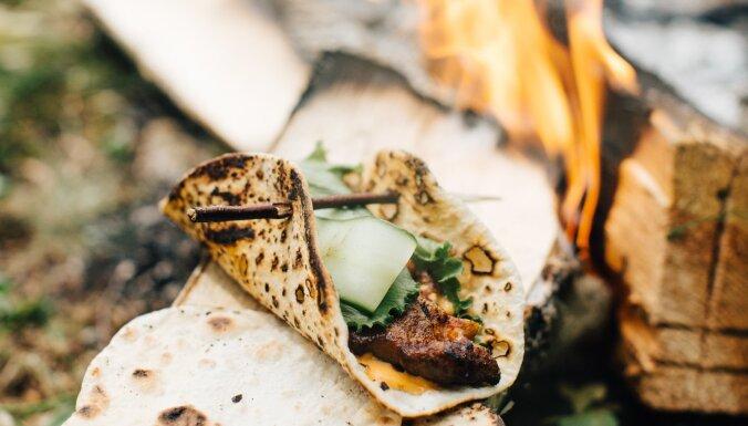 Kebabs ar pašceptu lavaša maizi no Renāra Purmaļa